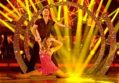 Girls Aloud star Kimberley Walsh does the splits on Strictly Come Dancing Final