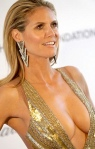 Heidi Klum shows big cleavage in revealing gold dress at 2013 Oscars