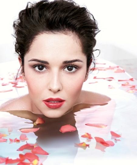Cheryl Cole nude in bath for L'Oreal lipgloss ad campaign