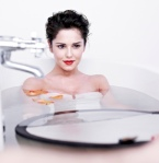 Cheryl Cole with English Rose look in bath photo for L'Oreal lipgloss