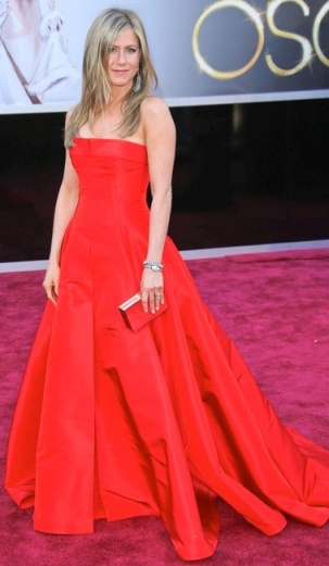 Jennifer Aniston in red Valentino dress at 2013 Oscars