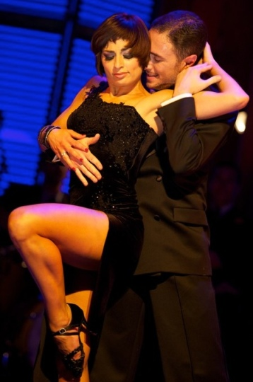 Flavia Cacace and Vincent Simone in sexy tango dance from Midnight Tango tour.