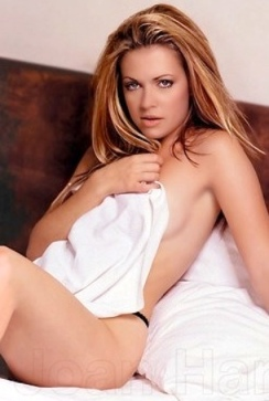 Melissa Joan Hart naked under bedsheet for Maxim 1999 photoshoot