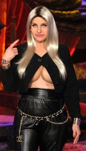 Ellen De Generes shows her boobs in Nicki Minaj  Halloween spoof