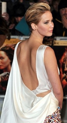 Jennifer Lawrence shows naked back at Hunger Games Catching Fire premiere November 2013