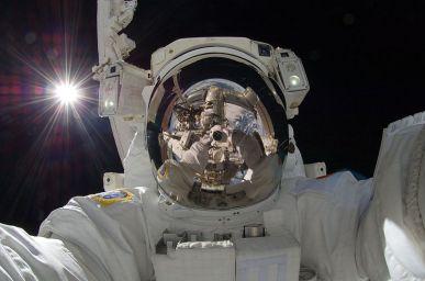 Aki Hoshido - 1st selfie in space