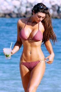 Luisa Zissman shows rockin hot body in wet bikini