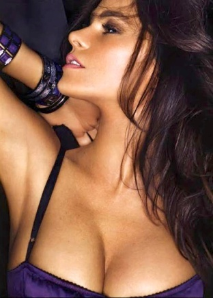 Sofia Vergara Big Cleavage on show in FHM cover