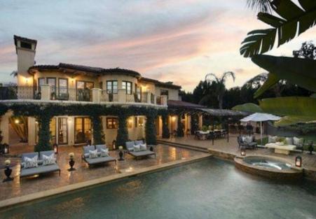 Beautiful pool area in Kaley Cuoco's new Tarzana mansion - previously owned by Khloe Kardashian