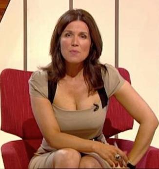Newsreader Susanna Reid flashes cleavage on BBC.