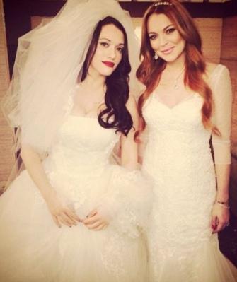 Kat Dennings and Lindsay Lohan in wedding dresses from 2 Broke Girls episode 2014