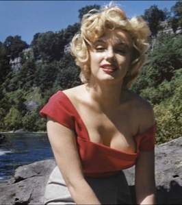 Sexy Marilyn Monroe photo showing cleavage - taken at Niagara 1952
