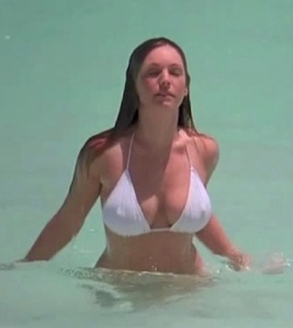 Kelly in Survival Island (2005)