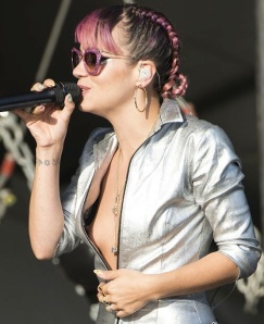 Lily Allen has nipslip wardrobe malfunction at V Festival