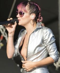 Lily Allen has nipslip wardrobe malfunction at V Festival