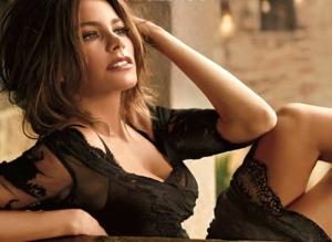 Hot looking Sofia Vergara in sexy black dress